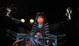 ALICE COOPER  PHOTO FRANK WHITE  DEC 2 2011  HOUSE OF BLUES  SHOWBOAT  CASINO  ATLANTIC CITY  NEW JERSEY (4) copy