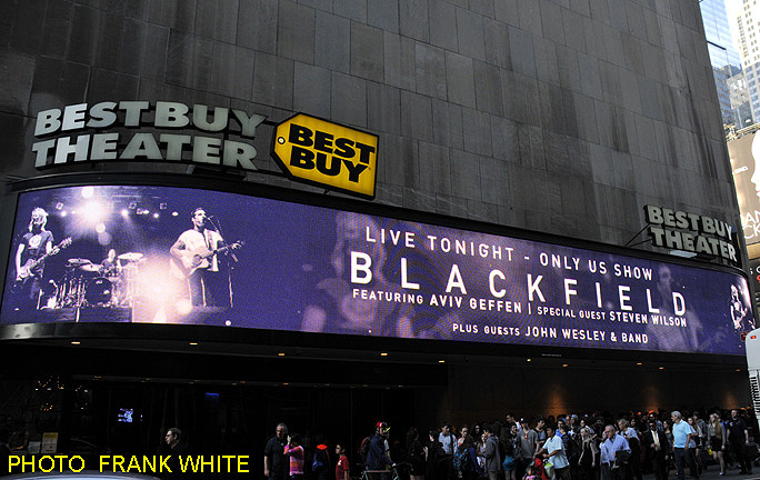 BLACKFIELD MAY 1 2014 PHOTO FRANK WHITE BEST BUY THEATER TIMES SQUARE NEW YORK CITY (1)
