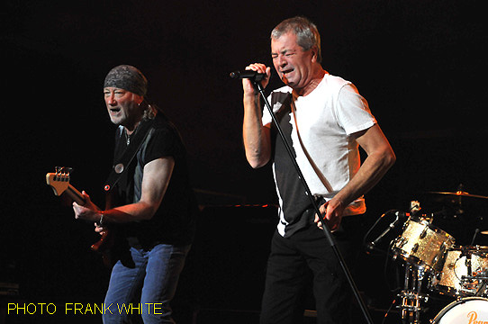 DEEP PURPLE  AUG 25 2014  PHOTO FRANK WHITE  BERGEN PAC ENGLEWOOD NEW JERSEY (16)