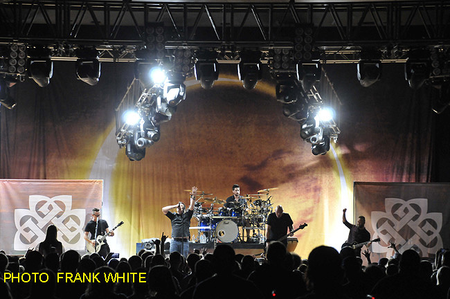 BREAKING BENJAMIN  SEPT 11 2015  PHOTO FRANK WHITE  MID HUD